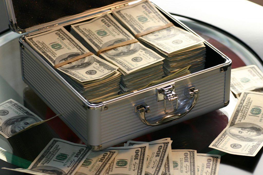 Pavlik melyik oldalon keresett pénzt